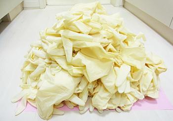 札幌市豊平区 たく歯科 患者様ごとに交換する使い捨てグローブの使用